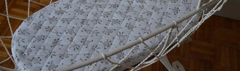 j 39 ai cousu une housse de matelas pour un berceau ancien des tricots tres mimie. Black Bedroom Furniture Sets. Home Design Ideas
